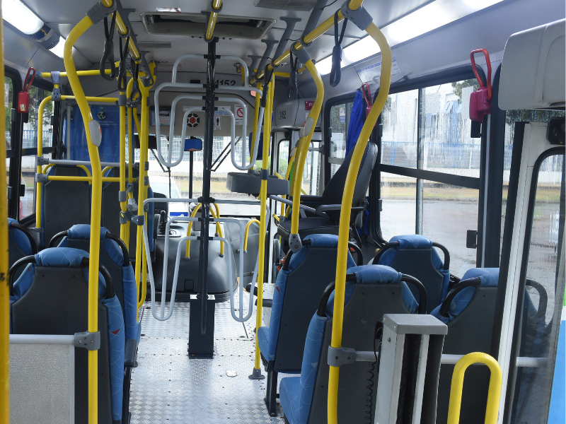 As linhas com ônibus equipados com as roletas altas apresentam redução de 92% no número de pulos. Além disso, 89,9% dos assaltos a ônibus são nos coletivos com catracas normais