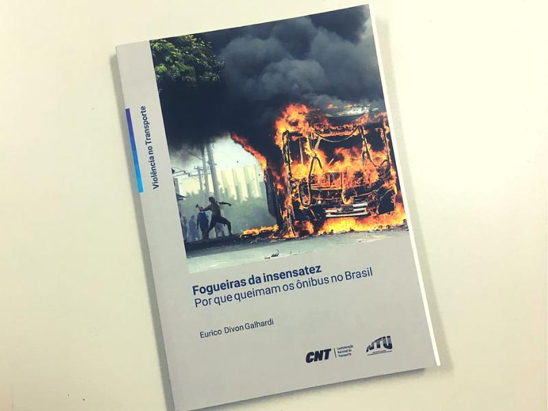 O que chama a atenção dos especialistas e empresários do setor, é que o Brasil enfrenta ainda um tipo de violência muito peculiar, que não faz parte da realidade de outros lugares do mundo: os incêndios intencionais em ônibus urbanos.