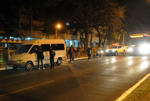 A lei altera os artigos 230 e 231 da Lei nº 9.503, de 23 de setembro de 1997, que instituiu o Código de Trânsito Brasileiro