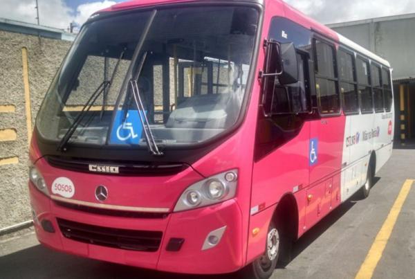 O serviço Mão na Roda atende exclusivamente beneficiários com deficiência motora e conta com 25 micro-ônibus adaptados