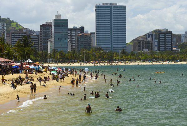 Os passageiros, turistas e moradores possuem 36 linhas do Transcol que percorrem o litoral da Região Metropolitana, desde Vila Velha até Fundão