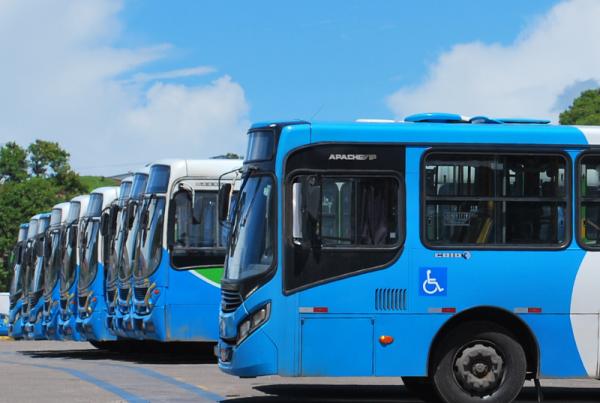 Em matéria publicada pelo Valor, o presidente da NTU explica que cerca de 30 milhões de passageiros deixaram de embarcar diariamente, em abril e maio, nos 107 mil ônibus que atendem as cidades brasileiras
