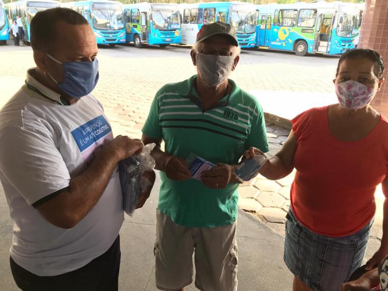 O Terminal de Campo Grande foi o primeiro local a receber a entrega dos kits, que vêm com duas máscaras e um panfleto com instruções de uso