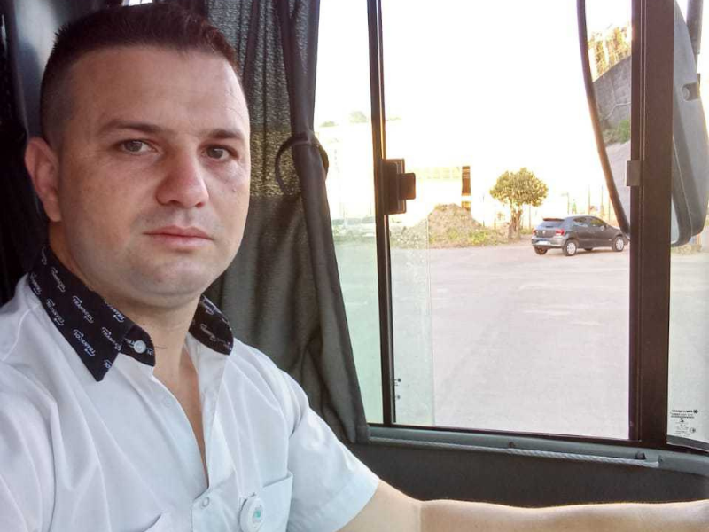 Ex-cobrador e motorista de ônibus, José Ribeiro conciliou o trabalho na empresa Unimar com a faculdade de Odontologia. O apoio da família e da empresa foram fundamentais para a conquista do primeiro lugar em processo seletivo para cirurgião-dentista.